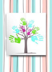 картина дерево ладони членов семьи в подарок маме на день рождения
